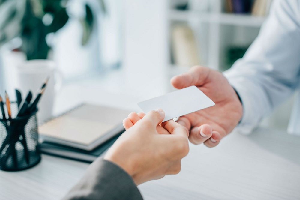4 Things You Must Put On Your Business Cards